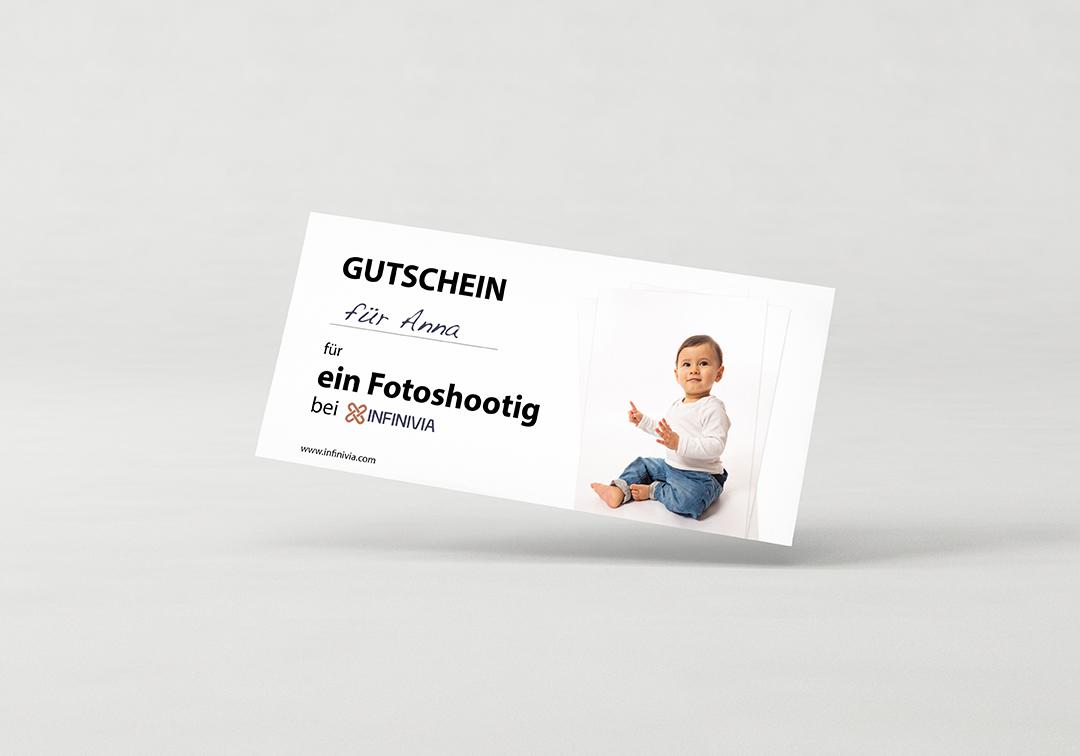 Flyer Broschüre Din Lang auf Hintergrund